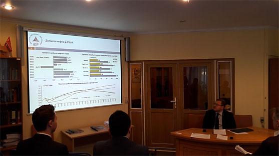 Заседание Экспертного клуба Института стран СНГ на тему перспектив энергетического рынка