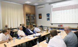 На заседании дискуссионного клуба Богомолова с докладом выступил академик А.Г. Аганбегян
